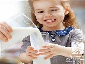 小孩�常喝�牛奶要慎重
