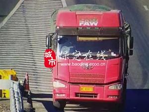 大货车高速上倒车被监控锁定