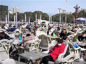 四川广元市民扎堆喝茶 多名公职人员被追责