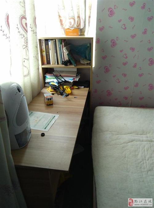 出售7成新书桌,复合板材