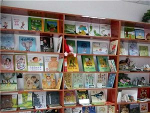 繪聲繪色童書匯開設親子繪本閱讀、家長課堂、英語啟蒙