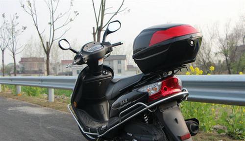踏板摩托車出售質量放心 動力十足,耗油低