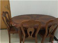 全实木餐桌一张