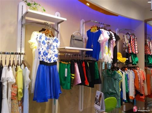 专卖店部分服装转让,价格为进价。