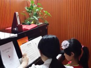 彭水吉他钢琴古筝架子鼓培训班