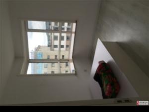 位于吉利亚精装修星期8公寓出租,空调,电脑等