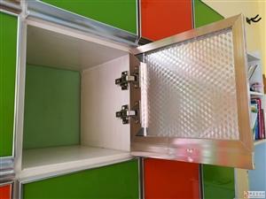 30cmX30cm幼儿园衣柜门,28个带合页甩