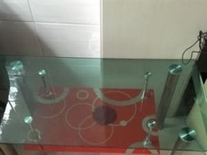 跟新的一样的桌子!