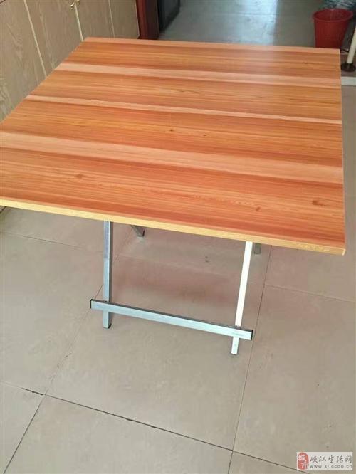 二手转让        有全新的凳子和桌子