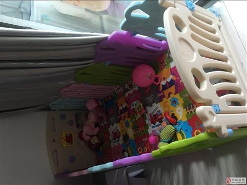 寶寶圍欄,九成新,送海洋球和小玩具