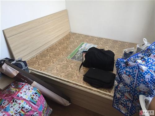 95成新1.5m床+床垫3套900元,自拆自取