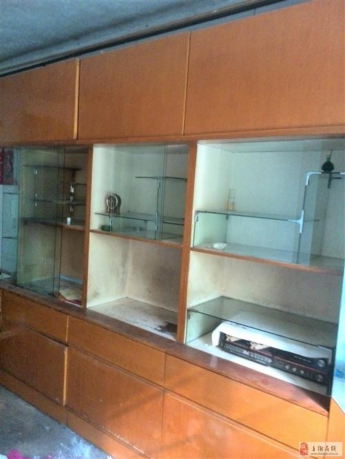组合家具一套、写字台、双人床、半截柜等