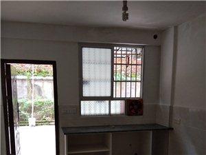 二中旁登高名門裝修好的車庫1室1衛350元/月