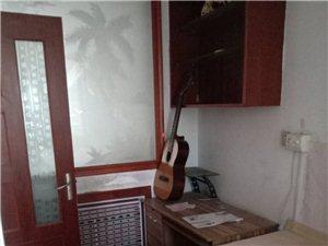 城市花园1楼带小房3室2厅1卫1100元/月