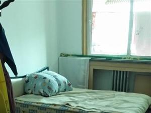 人民街区3室2厅1卫2000元/月