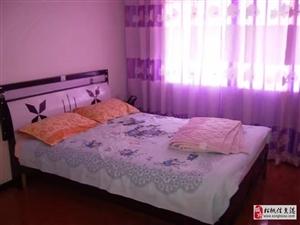 华彩步行街3室2厅1卫1300元/月