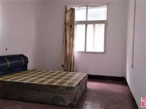 纸坊地铁口旁两室半一厅好楼层急租1000元/月