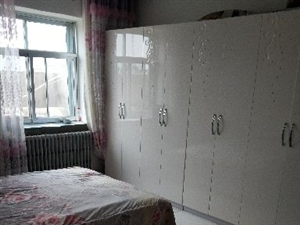 雍和街区4室2厅1卫2000元/月