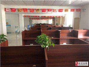 园区电商产业园700平装修吊顶地板办公桌水电齐全