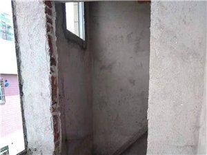 水贝批发市场附近65平米步梯两房售20万