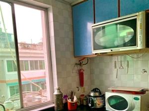 648中山路精装3室家电齐全带平台2200元/