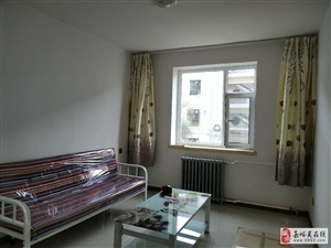 房屋刚刚装修完毕,家具全新配置。