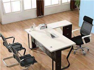 优惠出售全新办公桌