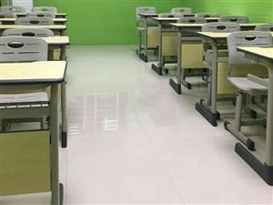 15套课桌,桌椅均为得力专卖