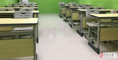 15套課桌,桌椅均為得力專賣