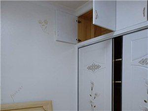 学府名门3室1厅1卫2200元/月