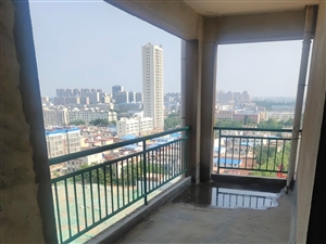 县城中心地段毛坯小两居超低价超大阳台