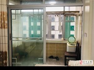 青城小区精装修80平紧邻古街1400元/月拎包入住