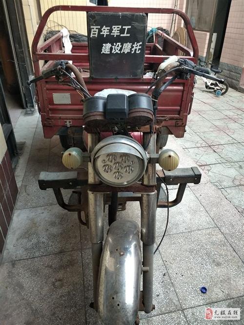 閑置用不著了的建設摩托三輪