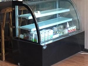出售咖啡�^、奶茶店必二手�O�洌�冰箱+操作�_+展示柜