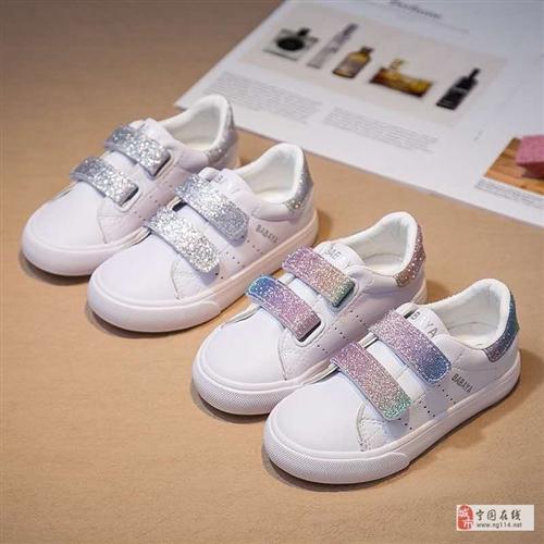 出一雙全新品牌童鞋