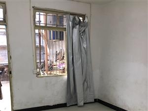 莲塘路(谢秀山医院)附近1楼出租2室1卫483元/月