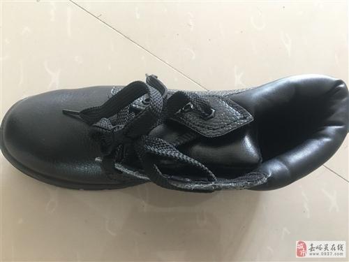 全新2雙酒鋼防滑鞋出售