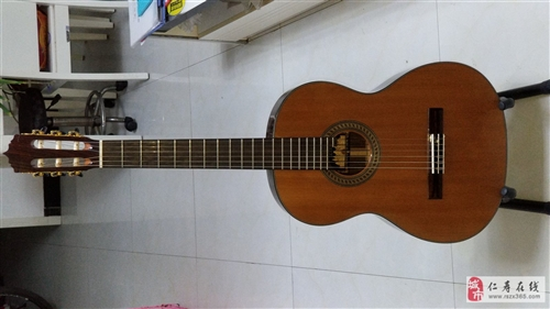 出售西班牙进口古典吉他一把