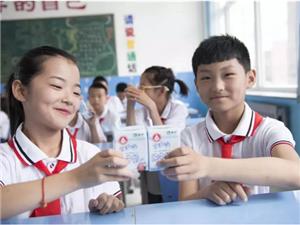 一杯學生奶背后的國民健康戰略