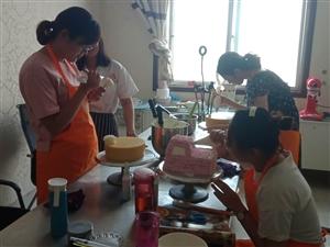 滕州面包烘焙培训学校,滕州西点蛋糕裱花技术培训