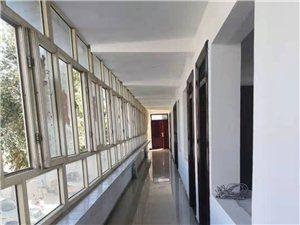 金塔县解放路19号院内房屋大型改装,暖气、环境得以改善,是办公、住宿的理想场所
