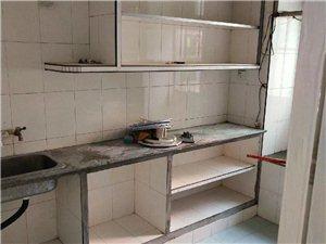 站东小区新装修套房带小柴火间一并出售