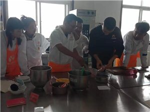 兖州裱花蛋糕西点培训,兖州烘焙甜点慕斯技术培训