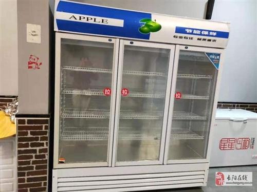 长阳刘女士有一台展示冷藏柜出售