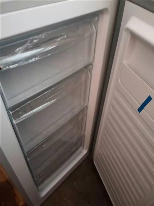 購買后一直沒用,全新立式冰柜。