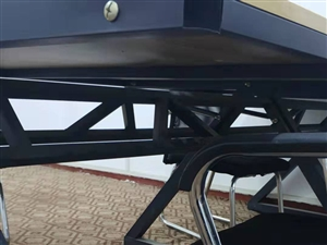 出售8成新�k公桌椅30��