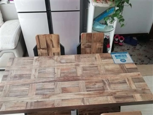 一��桌子,四把椅子,出�u