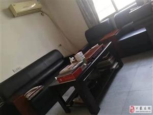 9成新桌子+椅子+��柜+(3+1+1)沙�l+茶��