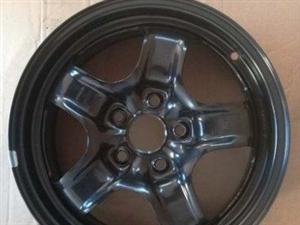 原厂原装15寸通用轮毂4个(铁质)及配套轮盖低价卖