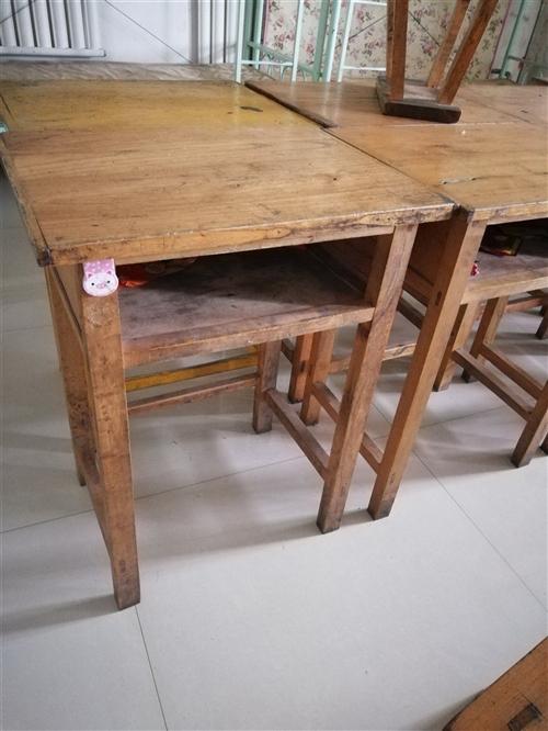 纯实木学生桌椅八成新处理